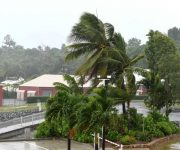 Siêu bão nhiệt đới Debbie tấn công bang Queensland