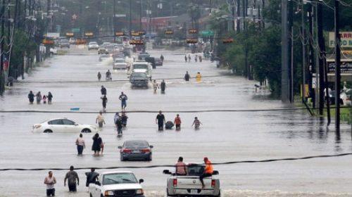 Kinh tế Mỹ có thể mất hàng chục tỷ USD vì siêu bão Harvey