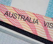 Úc: Chính phủ chủ trương cắt giảm lượng nhập cư và thắt chặt quy định nhập tịch trong năm 2019