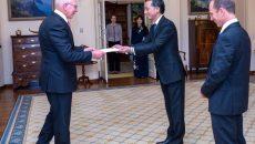 Đại sứ Nguyễn Tất Thành trình Thư ủy nhiệm lên Toàn quyền Australia