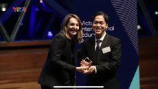 Ba gương mặt xuất sắc đại diện cho sinh viên Việt Nam tại Giải thưởng Giáo Dục Quốc Tế năm 2018 bang Victoria, Úc
