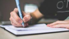 Úc: Làm hộ bài tập, luận văn có thể là vi phạm pháp luật