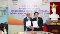 Lễ ký kết hợp tác toàn diện giữa Hội Mỹ nghệ Kim Hoàn Đá quý Việt Nam và Hiệp Hội Doanh nhân Việt Nam ở nước ngoài
