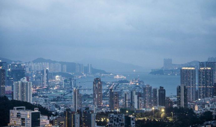 """Hồng Kông sau 20 năm trở về Trung Quốc: Cuộc đổ bộ của những """"gã khổng lồ"""" đại lục"""