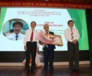 Trao tặng Huy hiệu Thành phố Hồ Chí Minh cho 7 kiều bào