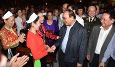 Thủ tướng dự Ngày hội đại đoàn kết toàn dân tại Hòa Bình