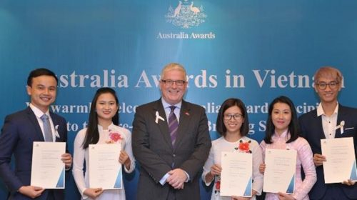 Dịch COVID-19, Chính phủ Australia ưu tiên cấp học bổng lĩnh vực y tế
