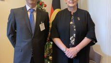 Bộ trưởng Ngoại giao và Thương mại Australia tiếp Đại sứ Nguyễn Tất Thành chào xã giao