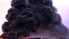 Cháy lớn ở khu Footscray, khói đen bao phủ nhiều khu vực ở Melbourne