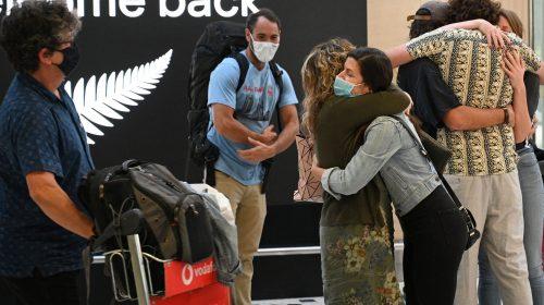 """New Zealand tạm dừng """"bong bóng đi lại"""" với Australia vì lo ngại Covid-19"""
