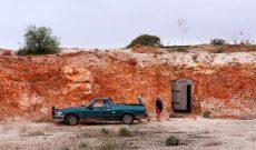 Sợ nóng, người dân rủ nhau xây nhà dưới lòng đất ở Australia