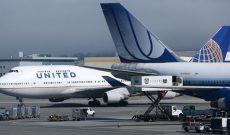United Airlines mất hơn nửa lợi nhuận